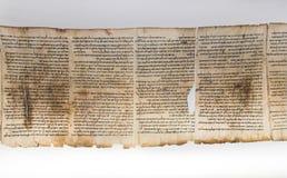 En av snirklar för dött hav, visat i relikskrin av boken israel royaltyfri fotografi