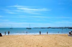 En av stranden av Cascais i Lissabon Fotografering för Bildbyråer