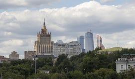 En av Utrikesdepartementet för sju den Stalinist skyskrapor av Ryssland Arkivfoto
