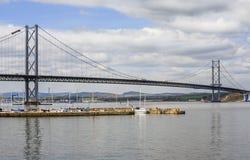 En avant le pont suspendu de route, Ecosse Photographie stock libre de droits