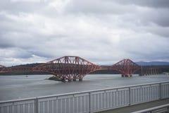 En avant pont en rail chez Qeensferry - l'Ecosse Image stock