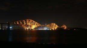 En avant pont en rail par nuit Photos libres de droits