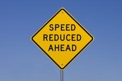 En avant signe réduit par vitesse images libres de droits