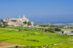 En avlägsen sikt av Mdina, gränser av Rabat Malta Royaltyfri Bild