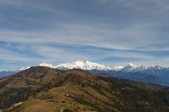 En avlägsen sikt av monteringen Kanchenjunga under den Sandakphu Phalut treken Arkivbilder