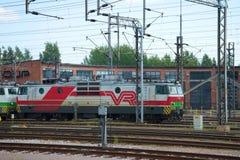 En-avsnitt elektrisk lokomotiv Sr1 (VL-70) i den rörliga bussgaragedrevstationen Kouvola Arkivbild
