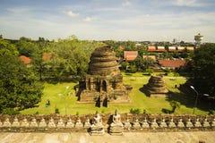 En Ayutthaya de estatuas de Buda dos filamentos Fileira de estátuas da Buda em Ayutthaya imagens de stock