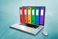 En bärbar dator med mappen Royaltyfria Bilder