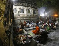En b?nmunk p? den Mahabodhi templet, Bodh Gaya omr?de, Bihar arkivbild