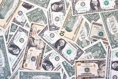 En bakgrund för dollarräkningar med tio och tjugo dollarräkningar arkivbilder