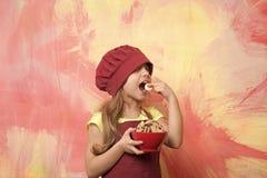 En, bakkerij, calorie en kinderjaren en geluk die, die op dieet zijn koken eten stock fotografie