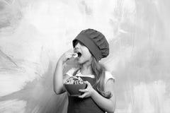 En, bakkerij kinderjaren en geluk die, die calorie eten koken en stock fotografie