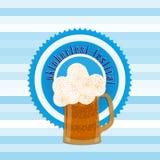 En baneraffisch för det Oktoberfest emblemet, öl i flaska och C Royaltyfri Fotografi