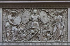 En Bas-relief på den Alexander kolonnen Arkivfoto