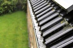 En begreppsbild av en avrinning med regndroppar - regn Arkivfoton
