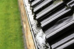En begreppsbild av en avrinning med regndroppar - regn Royaltyfria Bilder