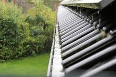 En begreppsbild av en avrinning med regndroppar - regn Royaltyfri Bild