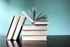 En begreppsbild av böcker - utbildning Arkivfoton
