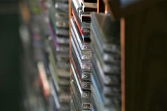 En begreppsbild av en cd samling - musikCD arkivfoton