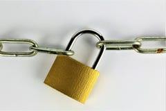 En begreppsbild av ett lås och en kedja Royaltyfri Bild
