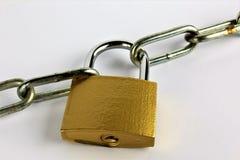 En begreppsbild av ett lås och en kedja Royaltyfri Foto