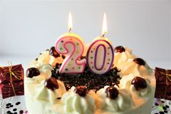 En begreppsbild av en födelsedagkaka med stearinljus - 20 Fotografering för Bildbyråer