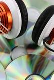En begreppsbild av en headphone med en musikCD Royaltyfria Foton