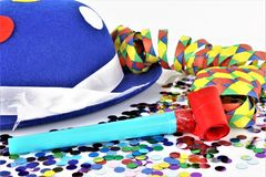En begreppsbild av en karnevalkonfetti festar Arkivbild