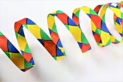 En begreppsbild av en karnevalkonfetti festar Arkivfoto