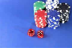 En begreppsbild av en kasinopoker - med kopieringsutrymme Arkivfoton