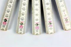 En begreppsbild av en linjal - med kopieringsutrymme arkivfoto