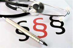 En begreppsbild av en medicinsk skrivplatta med det olika diagram och scenariot Fotografering för Bildbyråer