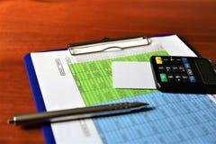 En begreppsbild av en mobil betalning - affär, mobil betalning Arkivfoton