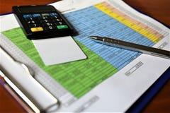 En begreppsbild av en mobil betalning - affär, mobil betalning Arkivbilder