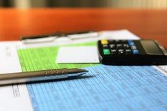 En begreppsbild av en mobil betalning - affär, mobil betalning Royaltyfria Foton
