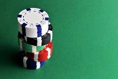 En begreppsbild av pokerchiper med kopieringsutrymme Royaltyfri Foto