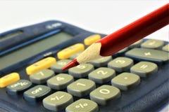En begreppsbild av en räknemaskin med ett blyertspenna- och kopieringsutrymme Royaltyfria Bilder