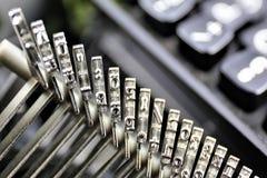 En begreppsbild av en skrivmaskinsbokstav - typebar Royaltyfria Bilder