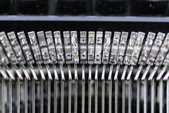 En begreppsbild av en skrivmaskinsbokstav - typebar Royaltyfri Foto