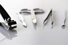 En begreppsbild av spikar manikyr, utrustning Arkivfoton