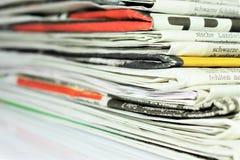 En begreppsbild av en tidning, nyheterna, tidskrift, information Arkivbilder