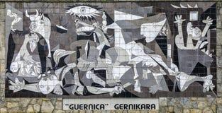 En belagd med tegel vägg i Gernika påminner av bombningen under den spanska inbördeskriget vid Pablo Picasso Royaltyfri Foto