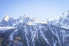 En bergsikt i franska fjällängar Royaltyfri Fotografi