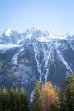 En bergsikt i franska fjällängar Royaltyfria Foton