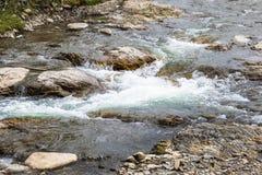 En bergström i de Carpathian bergen fotografering för bildbyråer