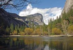Härlig lake på Yosemite Fotografering för Bildbyråer