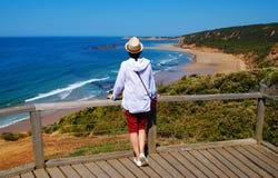 Sätta en klocka på den stora havvägen för stranden Royaltyfri Bild