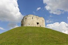 En beskåda av det York slottet, York, England Arkivbilder