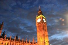 En Big Ben, drottning Elizabeth Tower på natten Arkivbilder