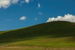 En bilöverkant av kullen Royaltyfri Foto